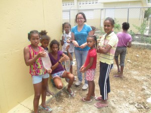 Eliana working with the girls from the Sabaneta community to create portable sinks made out of recycled materials.