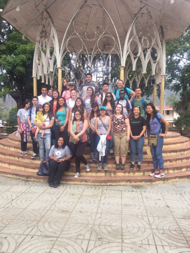 Group picture at the Glorieta in the center of the park!
